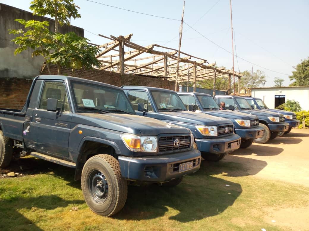NORD-KIVU/Beni : Cinq Toyota marque Land Cruiser remis à la police par le Gouverneur NZANZU KASIVITA.