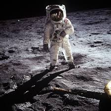 Science : la NASA examine des échantillons lunaires datant des missions Apollo