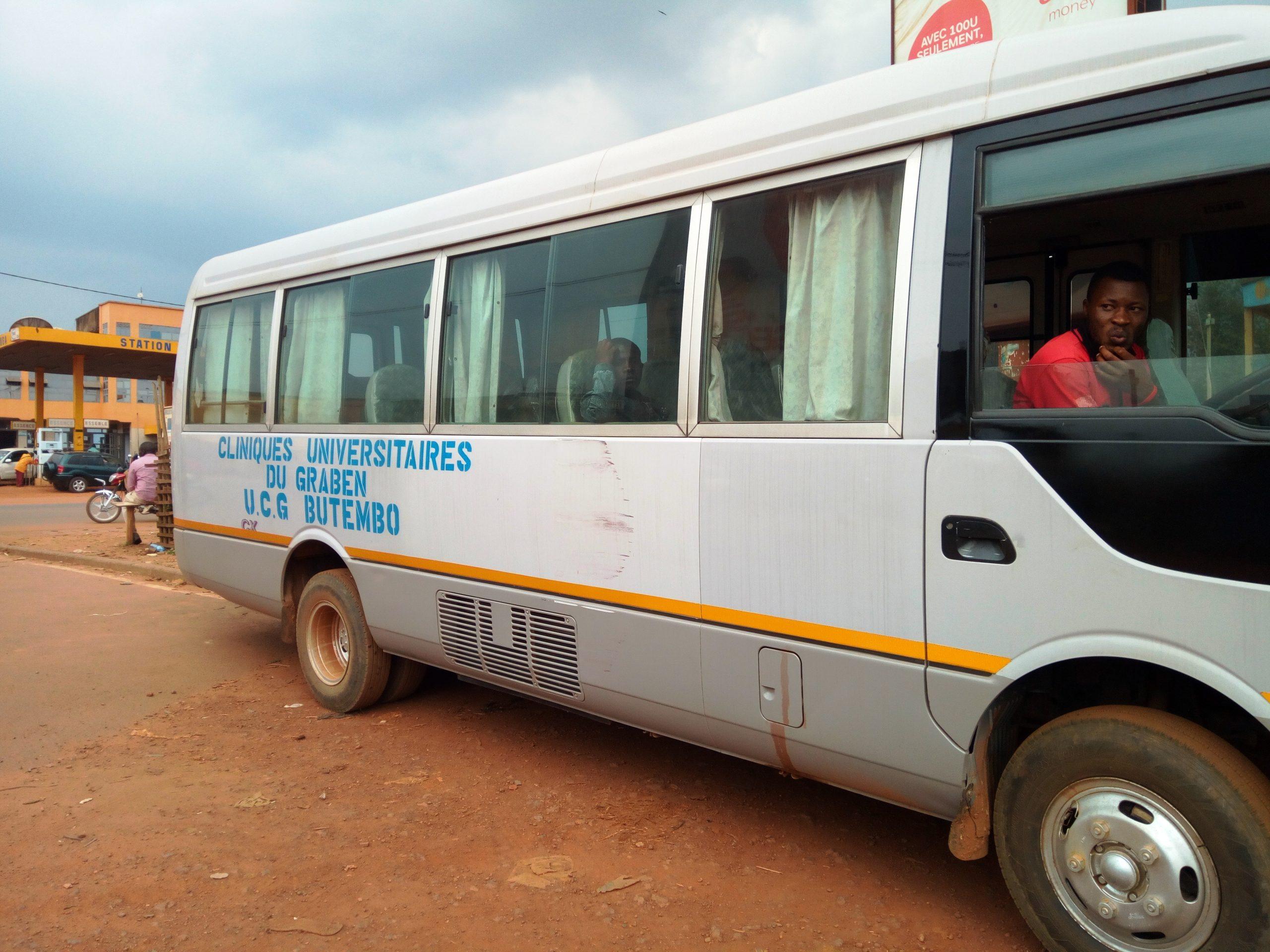 Butembo : Les Cliniques Universitaires du Graben se dotent d'un muni bus en faveur des patients et autes