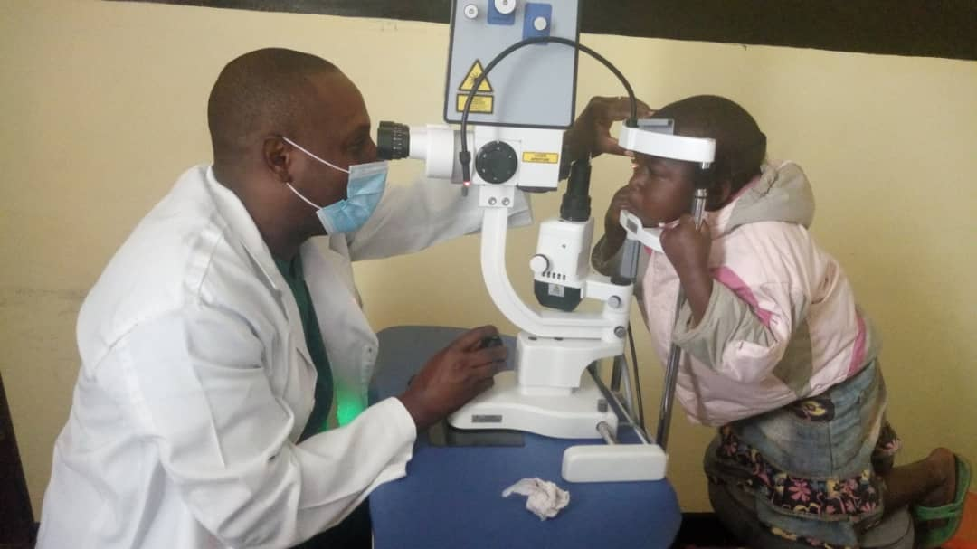 Butembo : Les cliniques ophtalmologiques de l'UCG ont pris en charge plus de 600 malades de cataractes en trois mois « Dr Alexis Kahatane »
