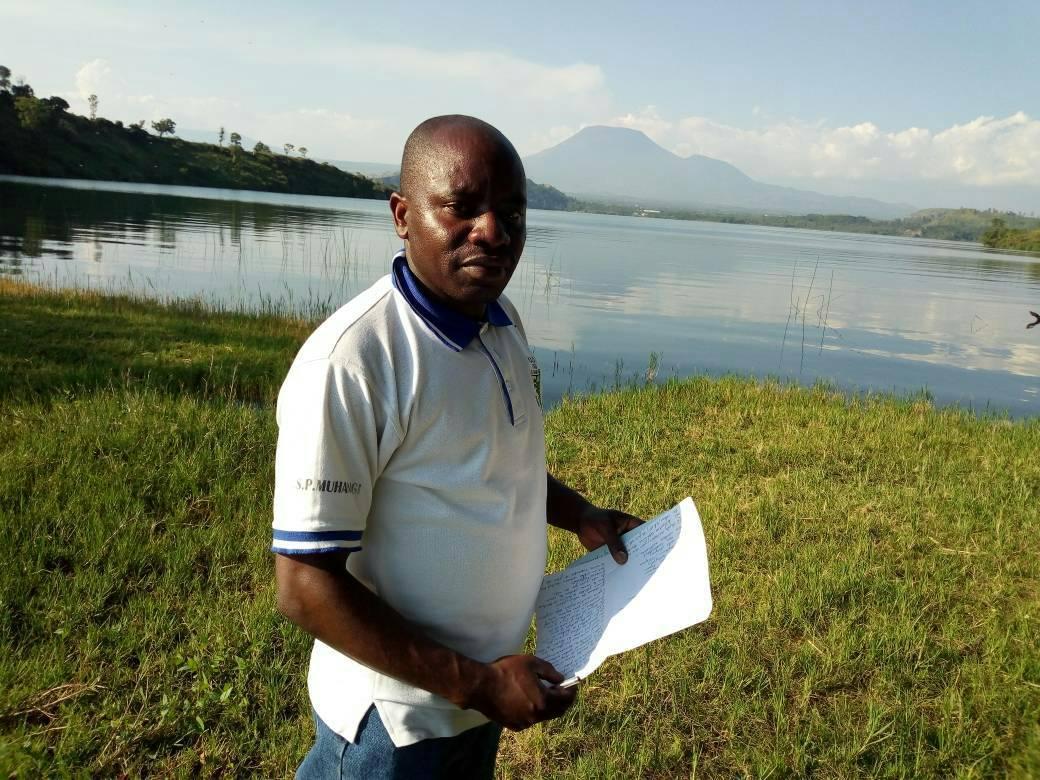 Nord-Kivu/Covid-19 : Charly Mathekis publie deux ouvrages  « Hommage à vous bénévoles et Demain reprendra le bruit au carrefour »