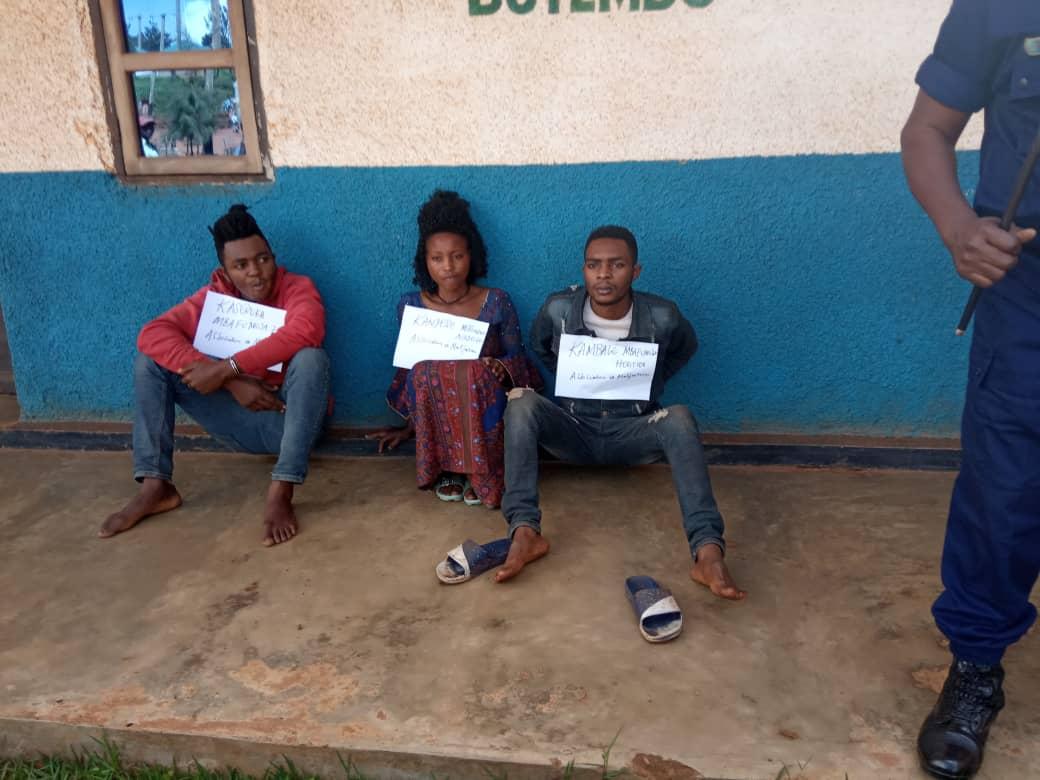 Butembo: La police présente à  la presse  trois familiers  accusés de  kidnapping d'enfants
