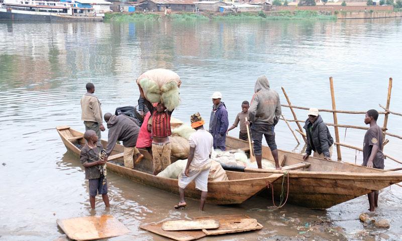 Nord-Kivu : 6 pirogues et 6 moteurs des  pécheurs congolais  emportés par la marine ougandaise sur le Lac Edouard