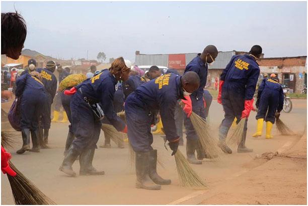 Butembo : Les balayeurs de la voirie urbaine indignés de leur exclusion du projet du Fonds Social de la République