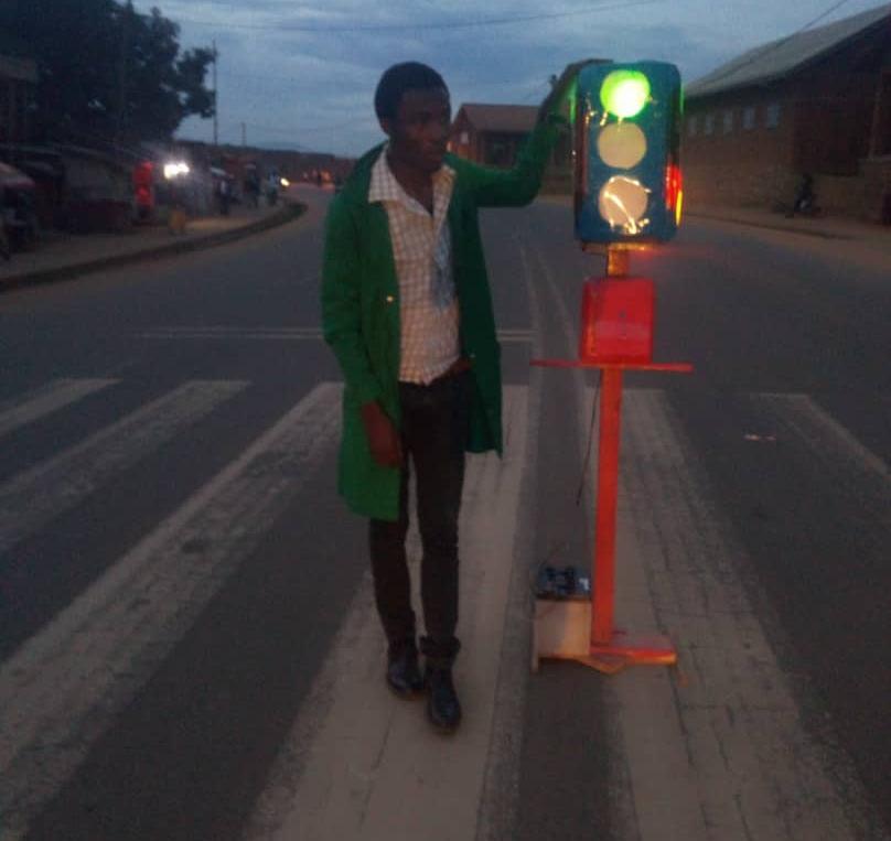 Butembo : Un élève  en électronique conçoit un robot intelligent pour  réguler la circulation routière