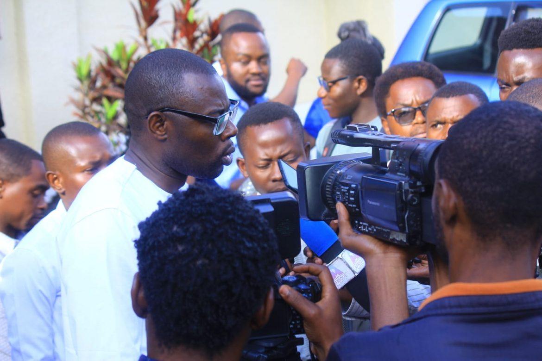 Covid-Confinement : «  On ne peut continuer à s'amuser avec les congolais confinés en dilapidant les fonds de la riposte. » (Hon Kasekwa)