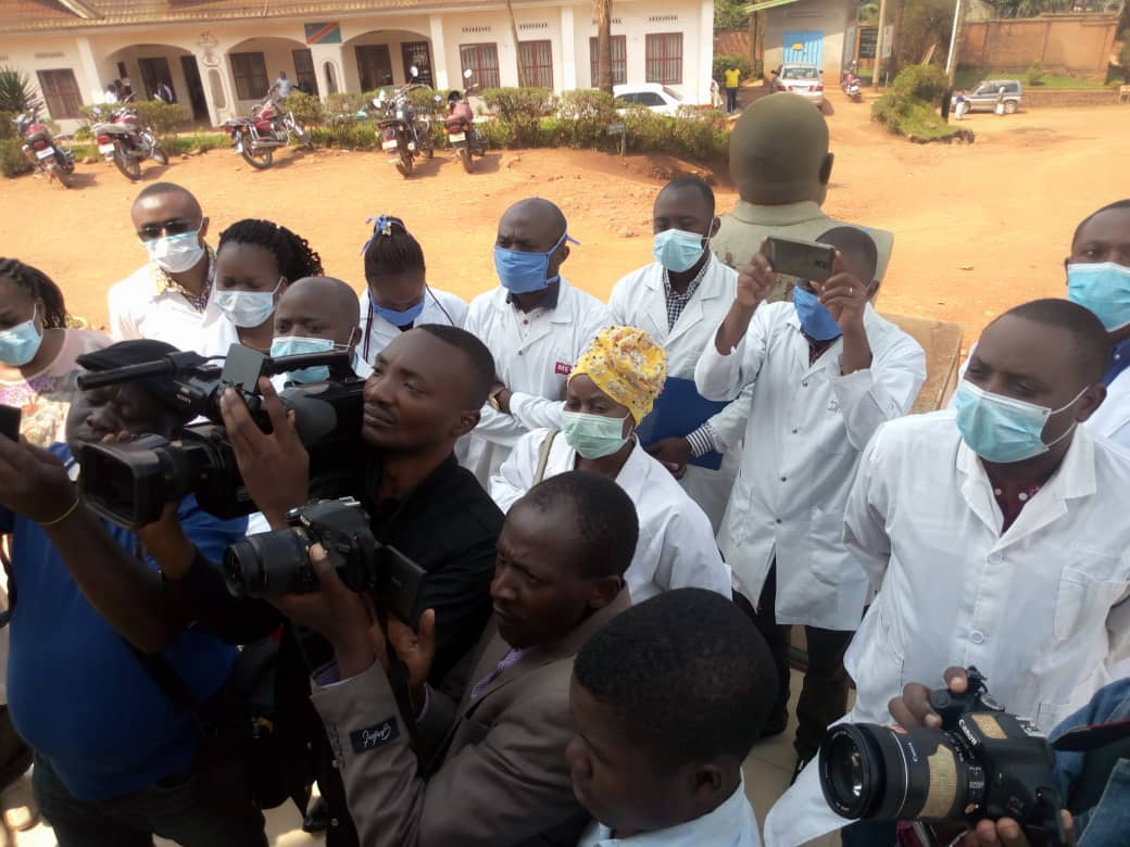 Butembo-Lubero: Les médecins non primés ont manifesté pour dénoncer le blocage de leur alignement à la prime de risque