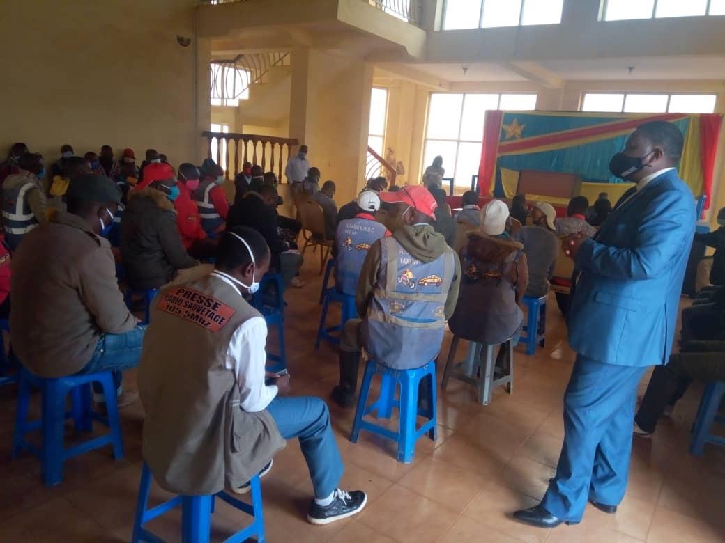 Butembo/Covid19 : le maire sensibilise les motards à porter le masque avant la  signature  de l'arrêté instaurant le port obligatoire
