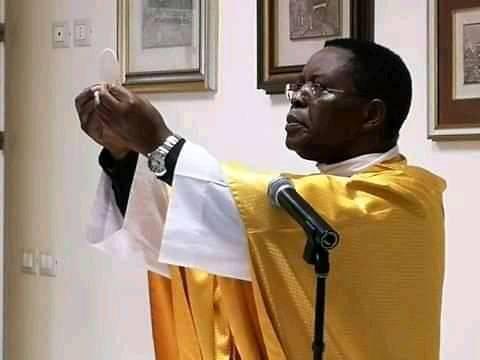 Butembo-Beni : Julien Paluku présente ses condoléances à Mgr l'Evêque après la disparition de Mgr Mwanamupenzi