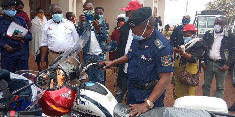 Butembo : La police bénéficie d'un don de  4  motos pour la sécurité de la population