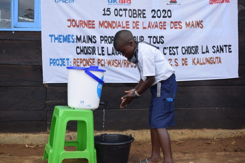 Nord-Kivu : CEPROSSAN apprend aux enfants de Kalunguta les bonnes pratiques de lavage des mains