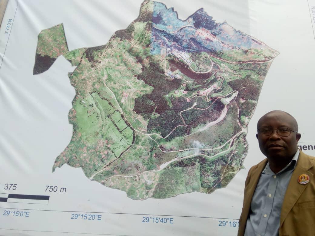 Butembo : le Prof Sahani Walere  élabore la  spatio-carte  de l'UCG en mémoire de Mgr Kataliko
