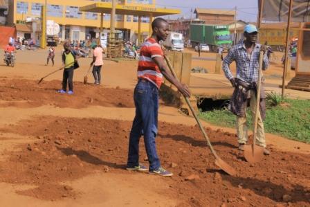 Butembo : des habitants encouragent le maire à poursuivre la réhabilitation de la voirie même après le départ des évêques